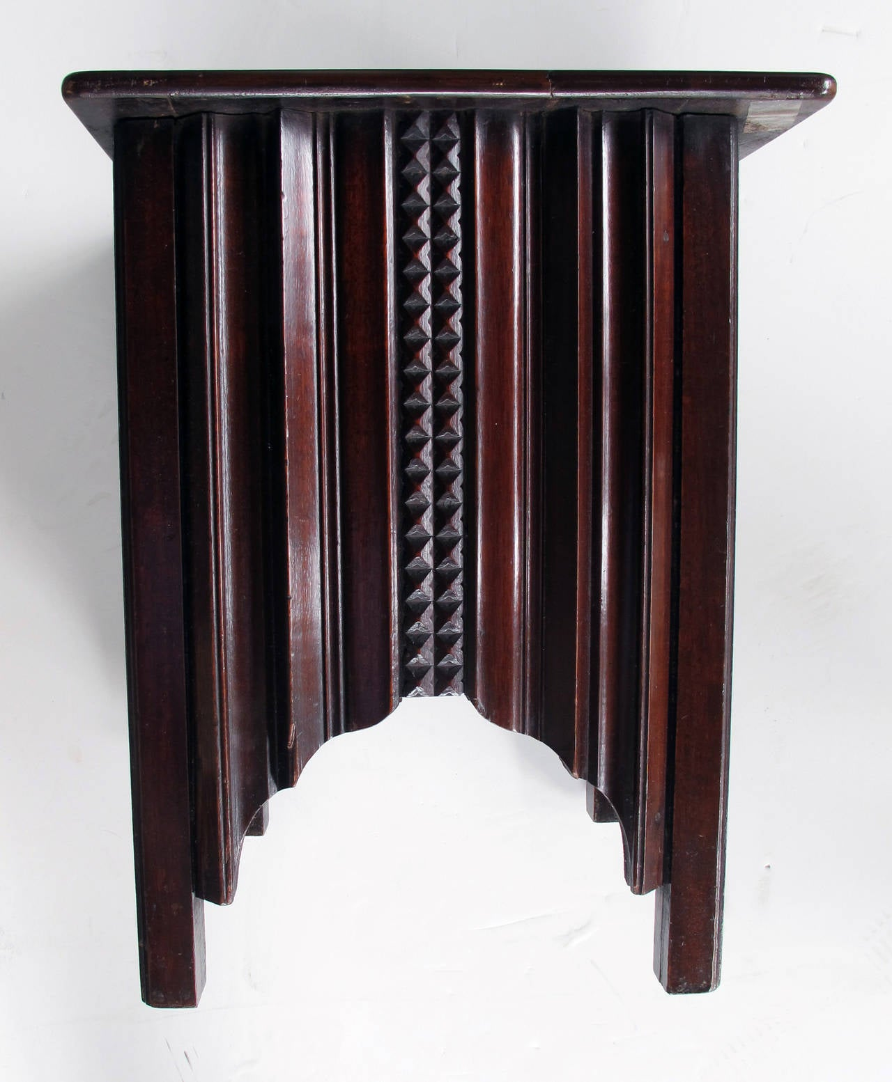 stylish english art deco mahogany square side table at 1stdibs. Black Bedroom Furniture Sets. Home Design Ideas