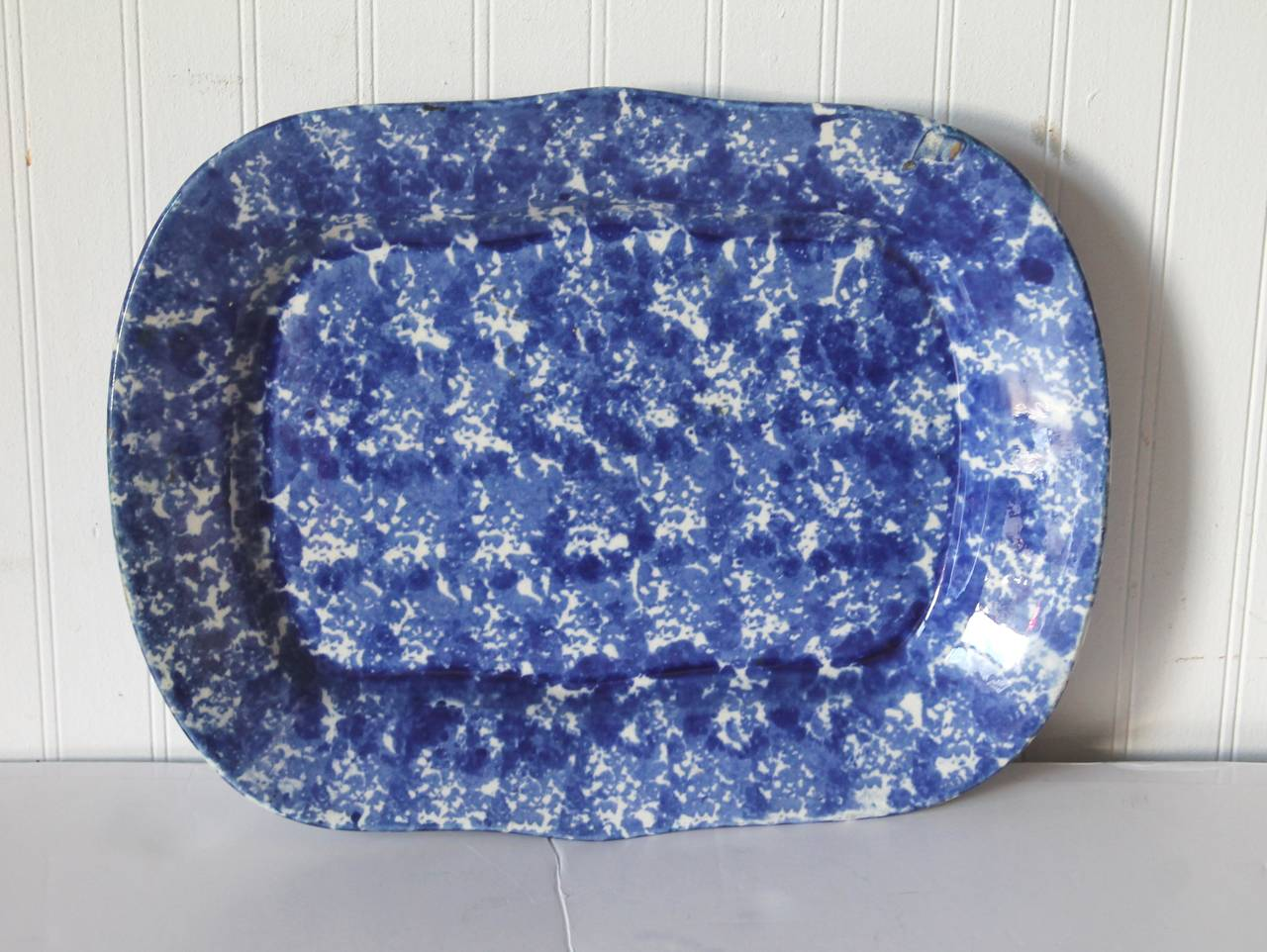 This large amazing 19th century sponge ware platter is in pristine condition and has a interesting slight warping as was in the making. The condition is very good. The shape is very charming.