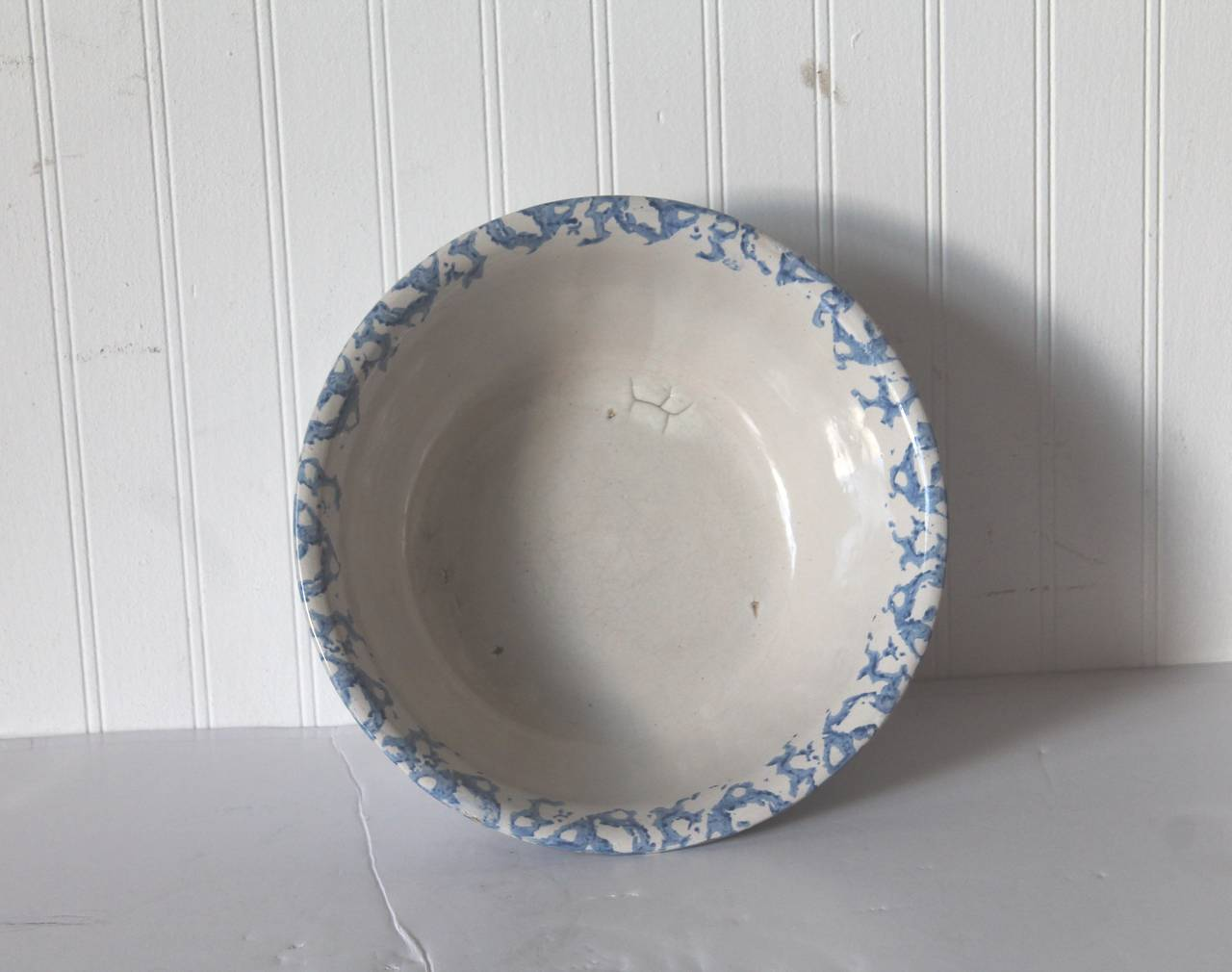 Folk Art 19th Century Large Sponge Ware Serving Bowl For Sale