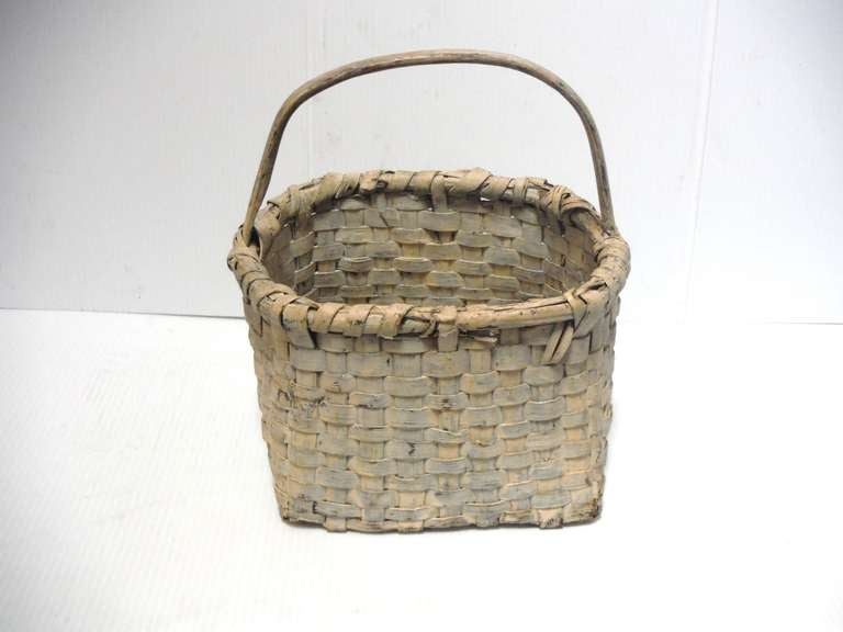 American 19th Century Original Cream Painted Handmade Basket from New England For Sale