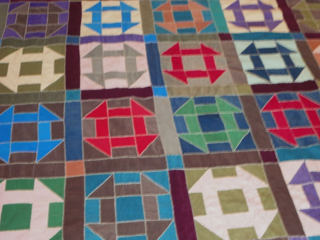 Fantastic 1940 39 s amish hole in the barn door pattern quilt for Red door design quilts
