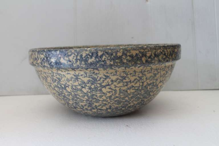 American Monumental Sponge-Ware Pottery Mixing or Serving Bowl For Sale