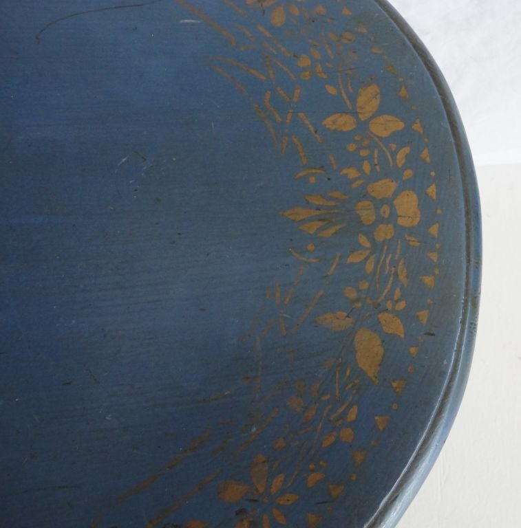 Pine 19th Century Original Blue Painted Small Oval Table For Sale