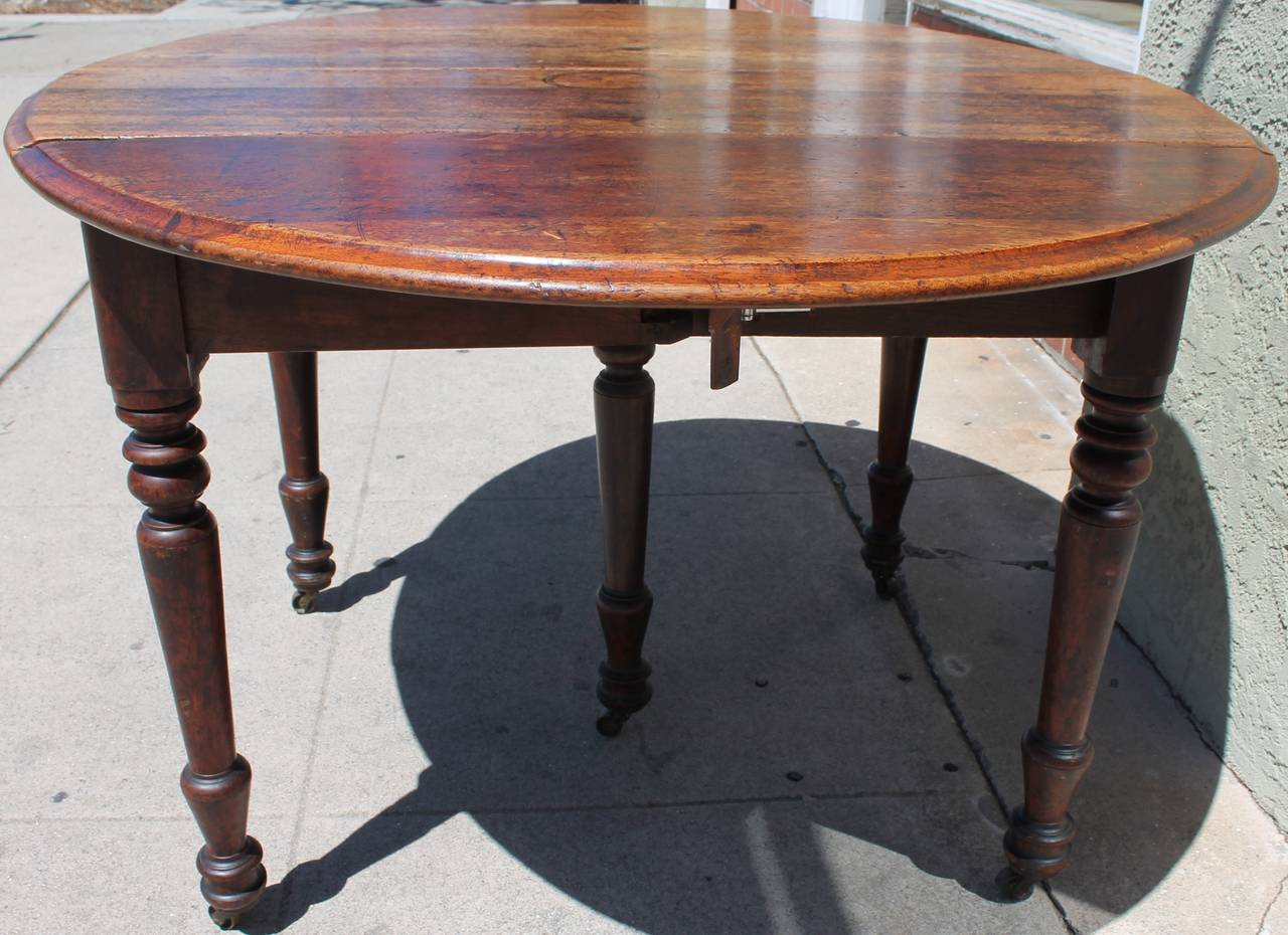Early 19th century round rustic drop leaf table at 1stdibs - Archives departementales 33 tables decennales ...