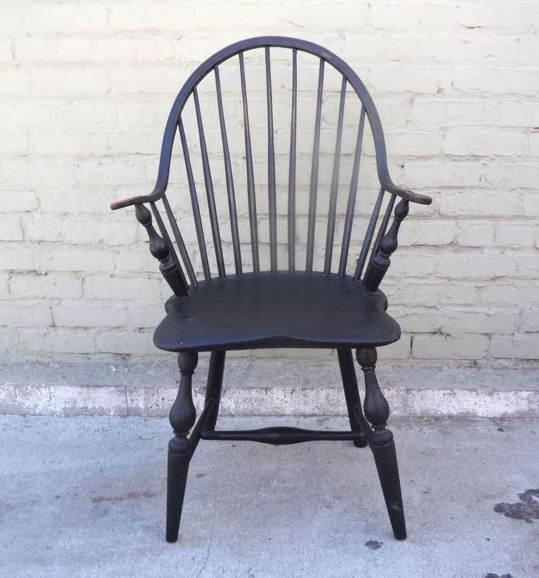 18th c. Continuous Arm - Bow Back  Windsor Armchair In Excellent Condition For Sale In Los Angeles, CA