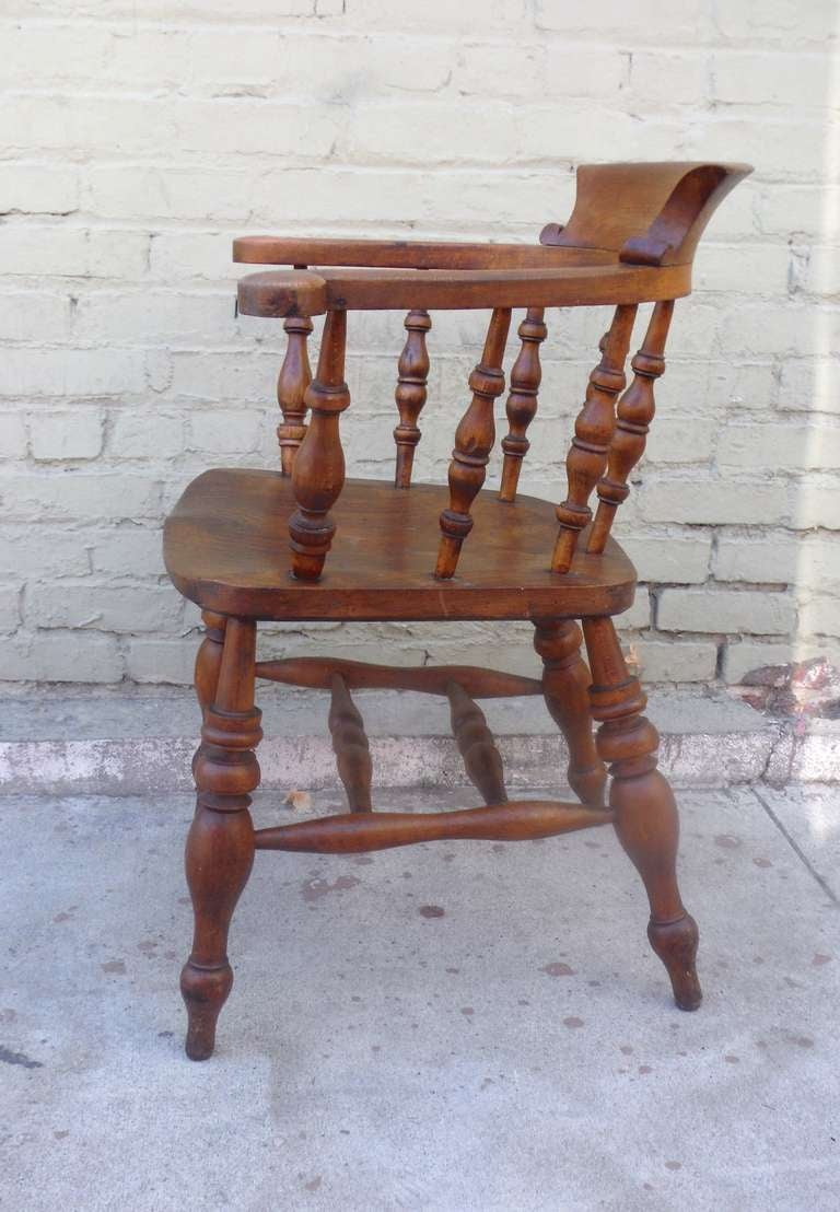 19th Century English Pub Chair with Exceptional Untouched Surface In Excellent Condition For Sale In Los Angeles, CA