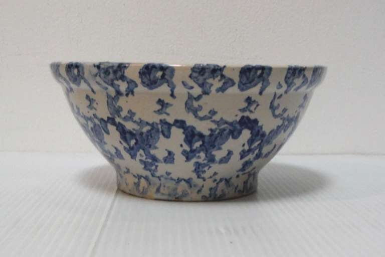 American 19th Century Sponge Ware Serving/Mixing Bowl For Sale