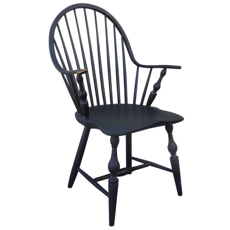 18th c. Continuous Arm - Bow Back  Windsor Armchair For Sale