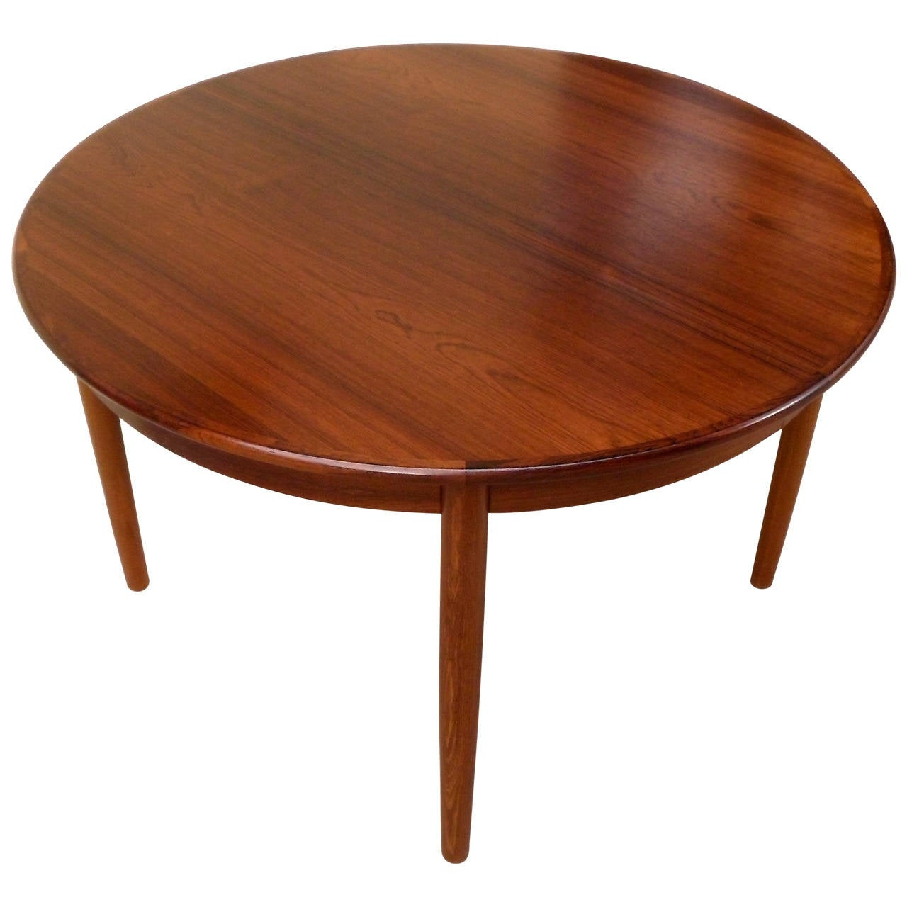 Danish Mid Century Modern Extendable Rosewood Dining Table With Leaves For