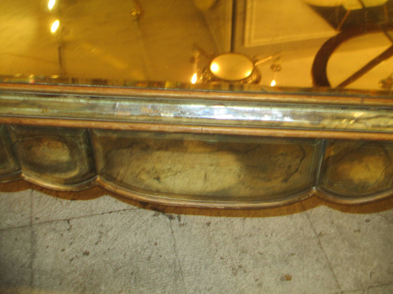 Mirrored coffee table in the Neo-Baroque manner on tapered legs.