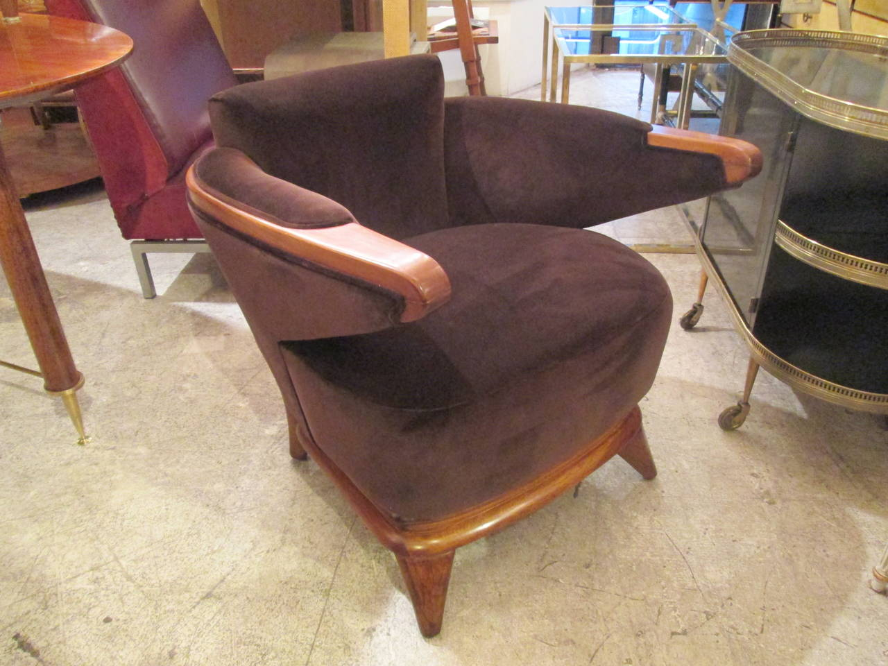 Very rare pair of sculptural Mid-Century lounge chairs with cantilevered arms.