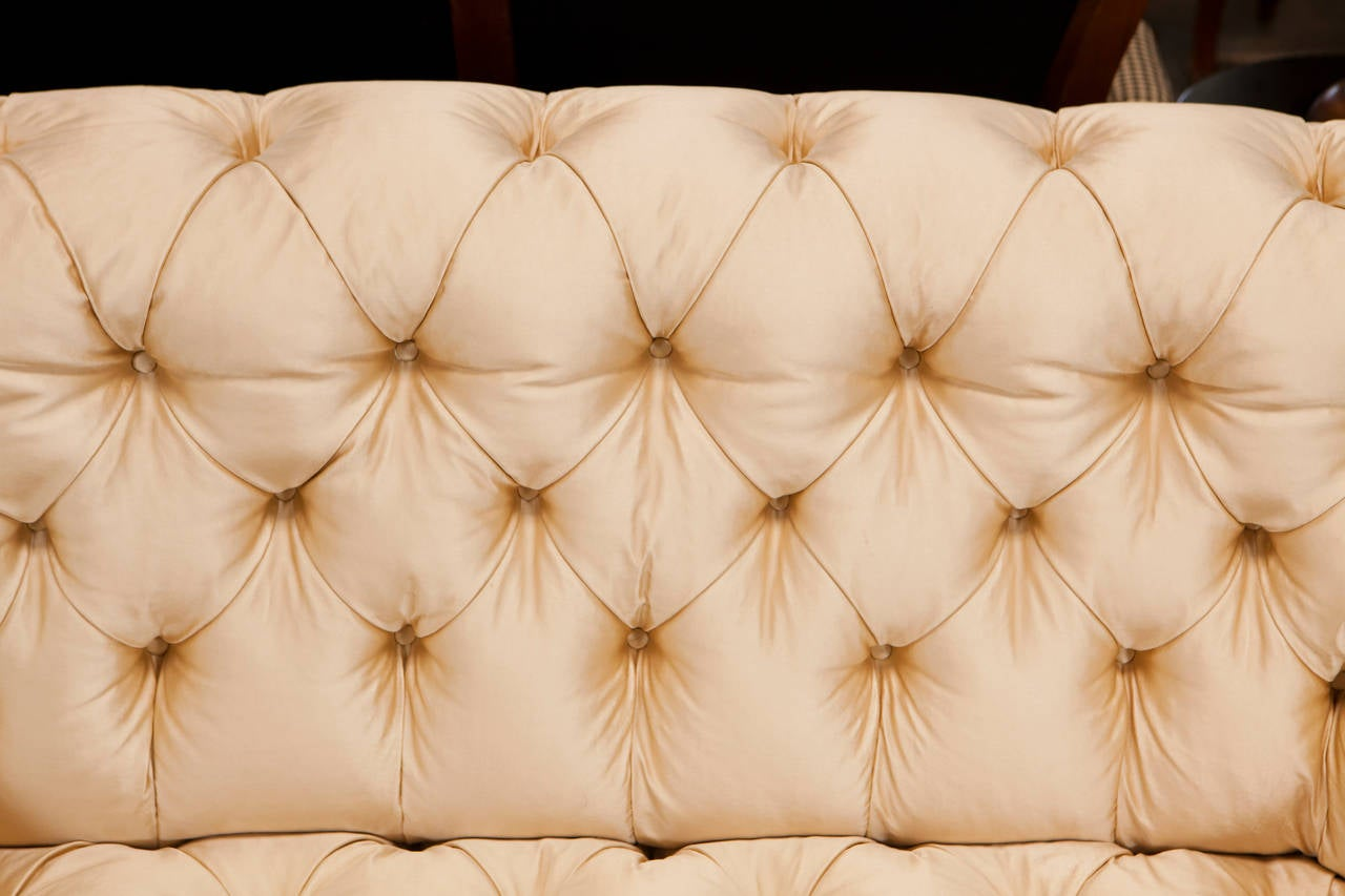 Late 19th Century 19th Century Victorian Settee For Sale
