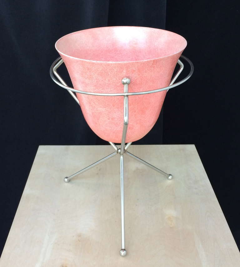 mid century fiberglass planter with chrome stand at 1stdibs. Black Bedroom Furniture Sets. Home Design Ideas