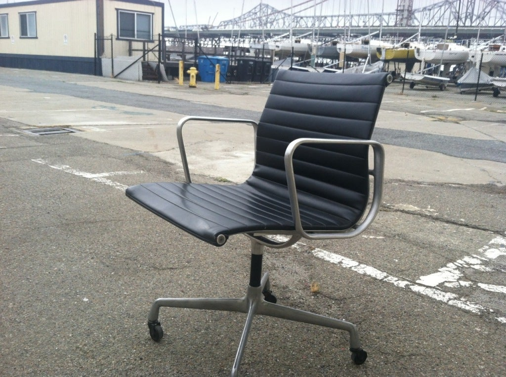 vintage eames aluminum group chair for herman miller 1958 at 1stdibs