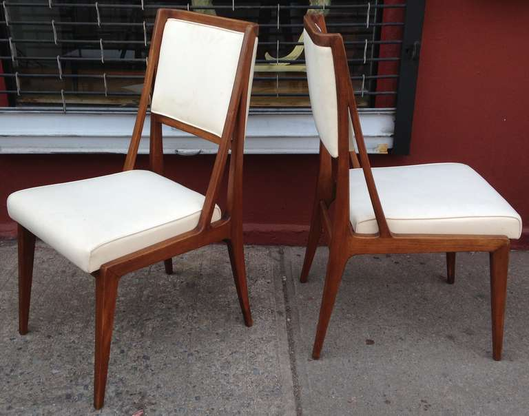 Set of four walnut chairs in the style of gio ponti for for Singer dining room set