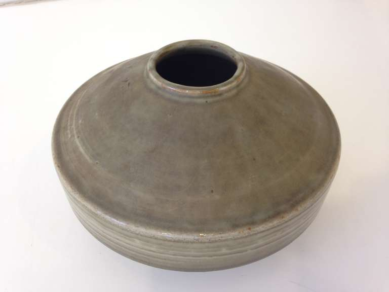 Carl Harry Stalhane Studio Pottery Vase In Good Condition For Sale In Hudson, NY