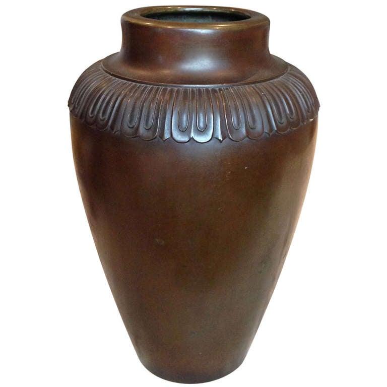 large chinese art deco vase for sale at 1stdibs. Black Bedroom Furniture Sets. Home Design Ideas
