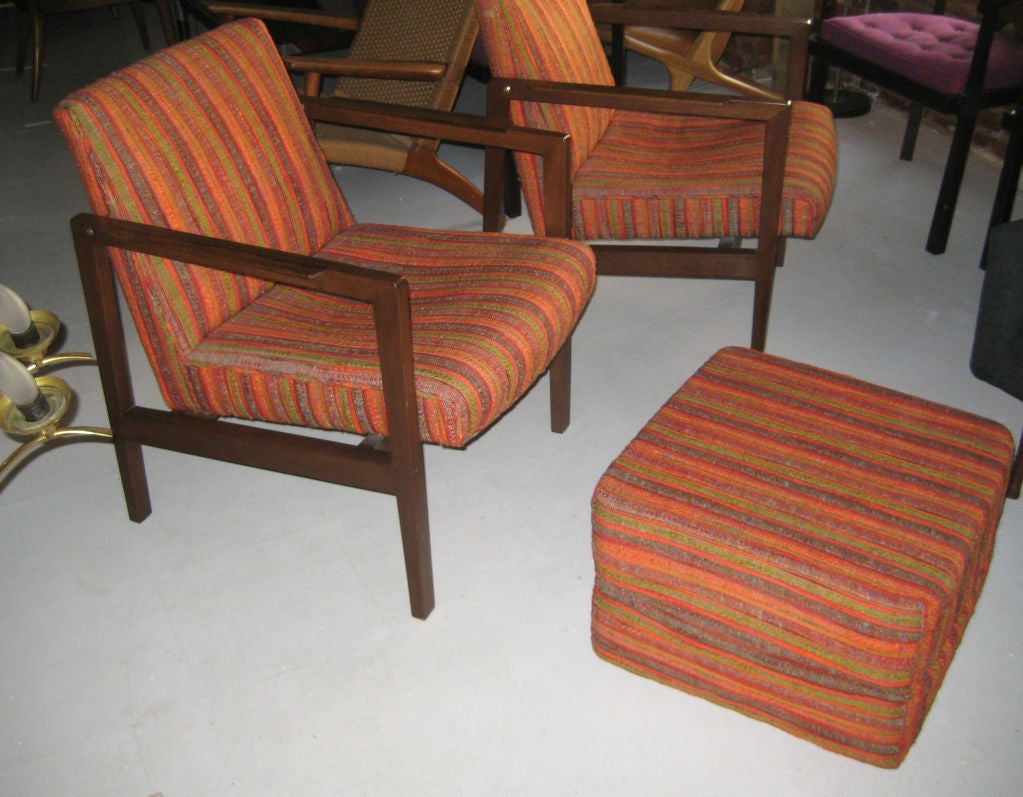 Mid-Century Modern Pair of Edward Wormley for Dunbar Lounge Chairs/Ottoman Cube For Sale