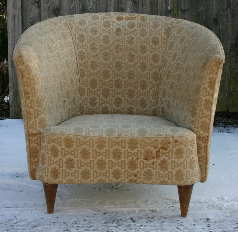 Italian Barrelback Armchair In Good Condition For Sale In Southampton, NY