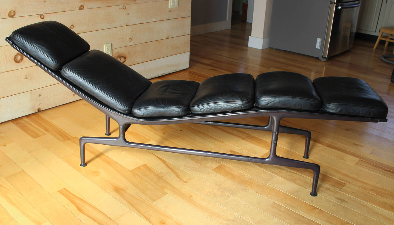 Eames billy wilder chaise at 1stdibs for Chaise eames metal