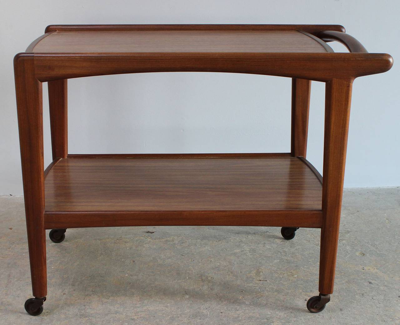Danish Rolling Server In Excellent Condition For Sale In Southampton, NY