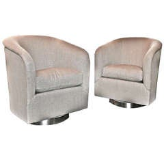 A Pair of Swivel Chairs in Linen by Milo Baughman, USA, ca. 1970s