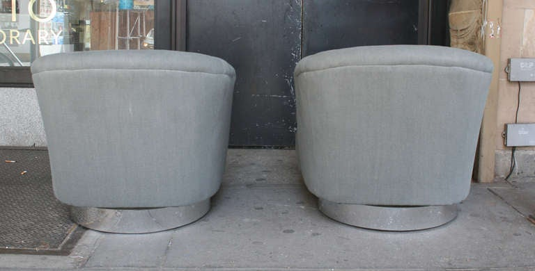 A Pair Of Swivel Chairs In Linen By Milo Baughman Usa Ca