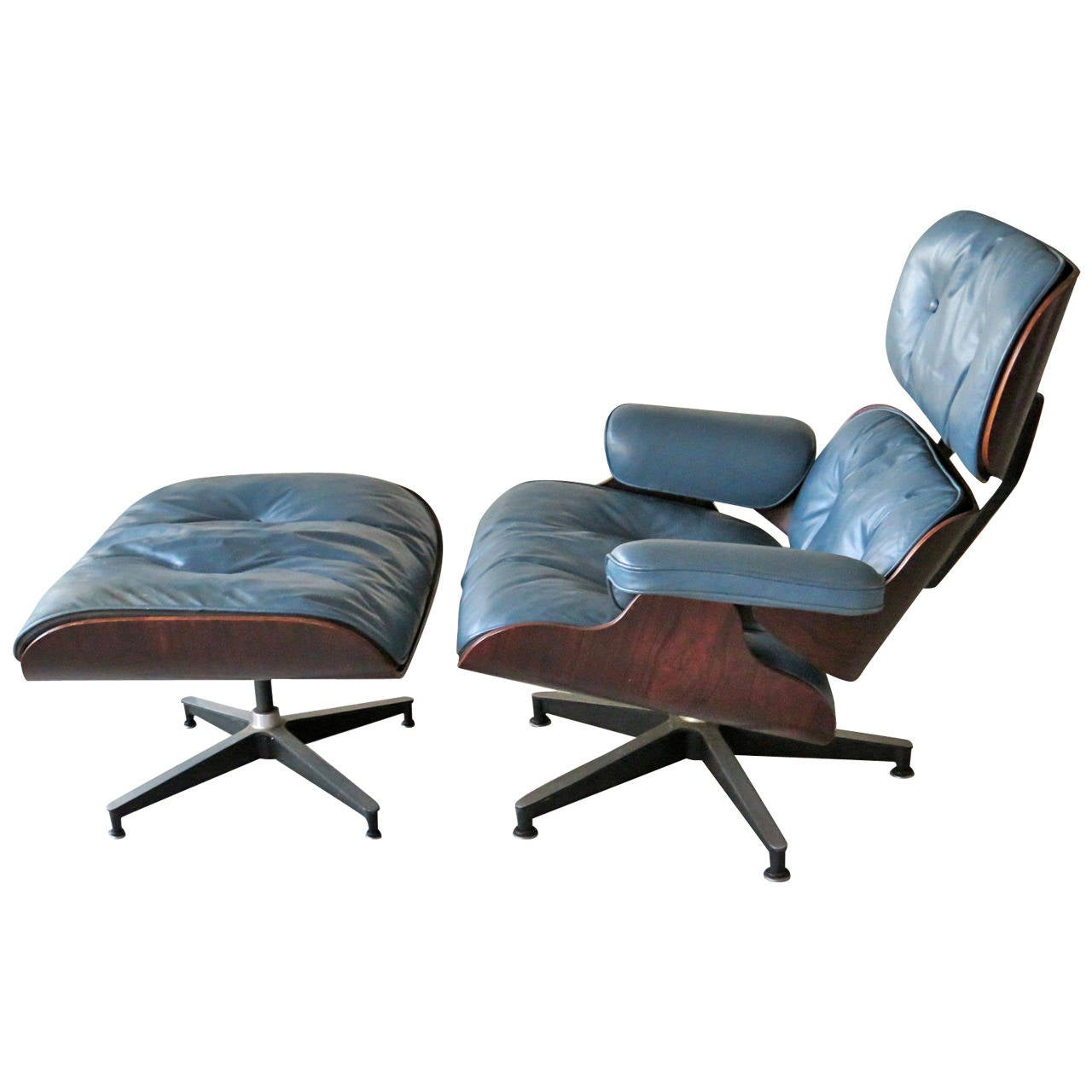 charles eames herman miller lounge chair in blue leather at 1stdibs. Black Bedroom Furniture Sets. Home Design Ideas