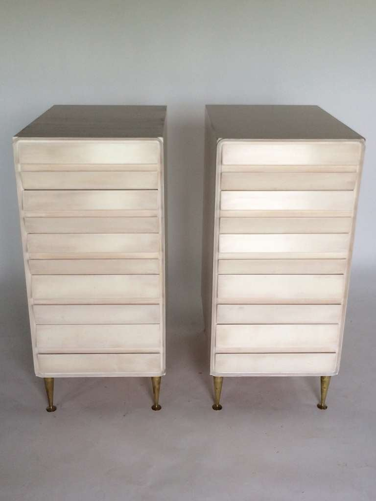 A pair of unusual 5 drawer chests in birch, attributed to Osvaldo Borsani,