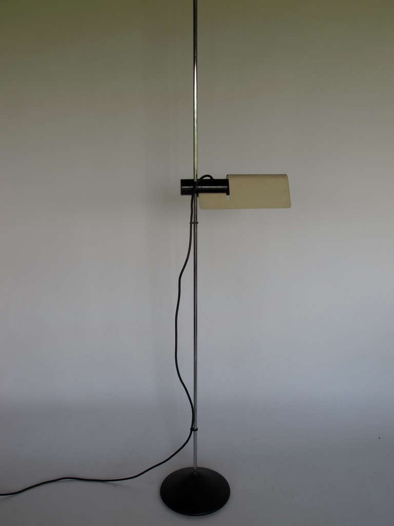 unusual italian floor lamp ca 39 1970 39 s for sale at 1stdibs. Black Bedroom Furniture Sets. Home Design Ideas