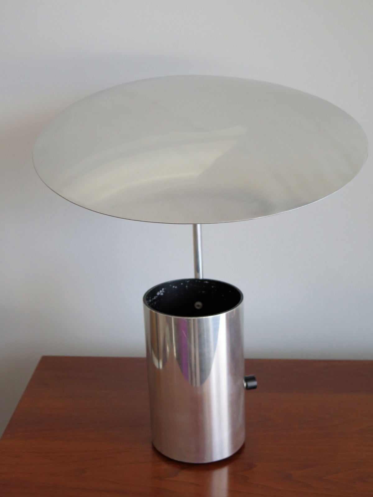 A classic george nelson half nelson lamp with adjustable for Half nelson table lamp