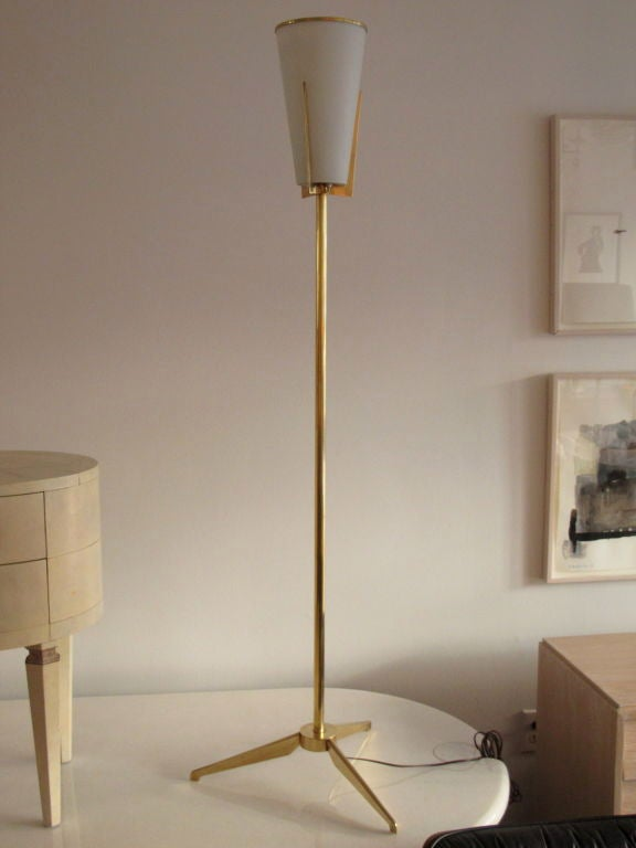Mid-20th Century Elegant Brass Torchere by Stilnovo For Sale
