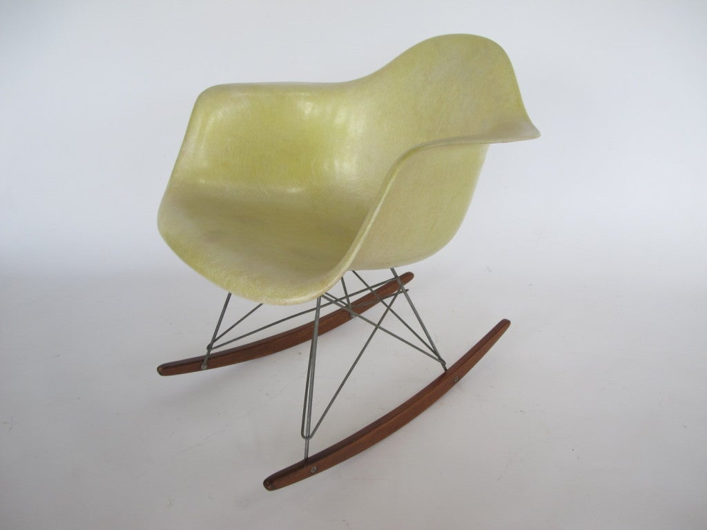 charles eames herman miller rar rocking chair for sale at. Black Bedroom Furniture Sets. Home Design Ideas