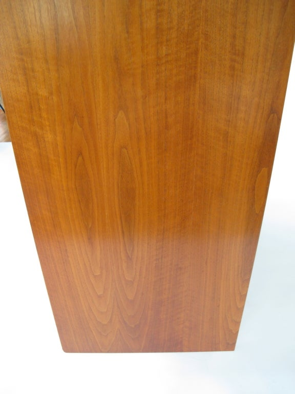 George Nelson Walnut Dresser for Herman Miller In Good Condition For Sale In St.Petersburg, FL