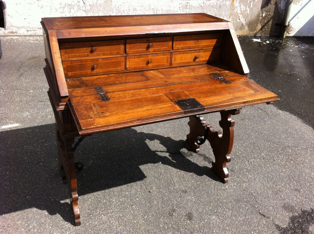 Italian Baroque Walnut Fall Front Desk In Good Condition For Sale In Stamford, CT