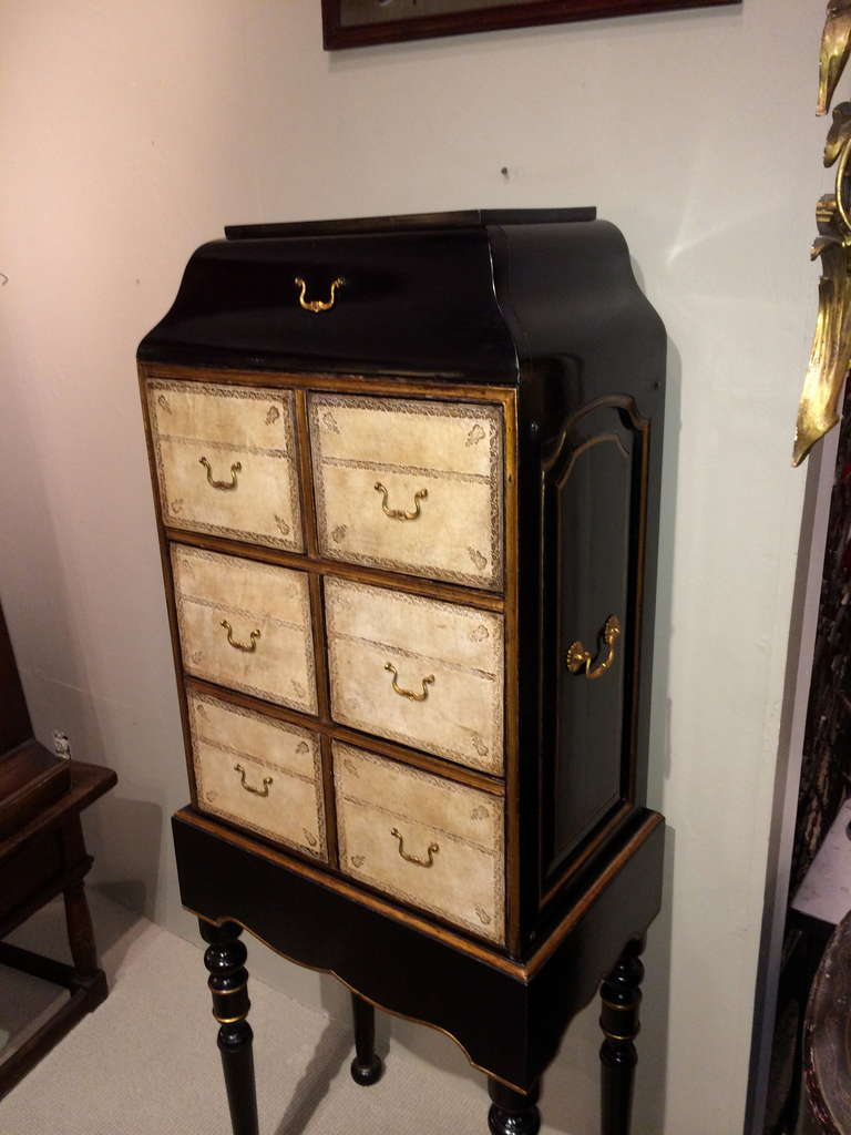 French Black Lacquer and Gilt Chest on Stand with Leather Drawers For Sale 2