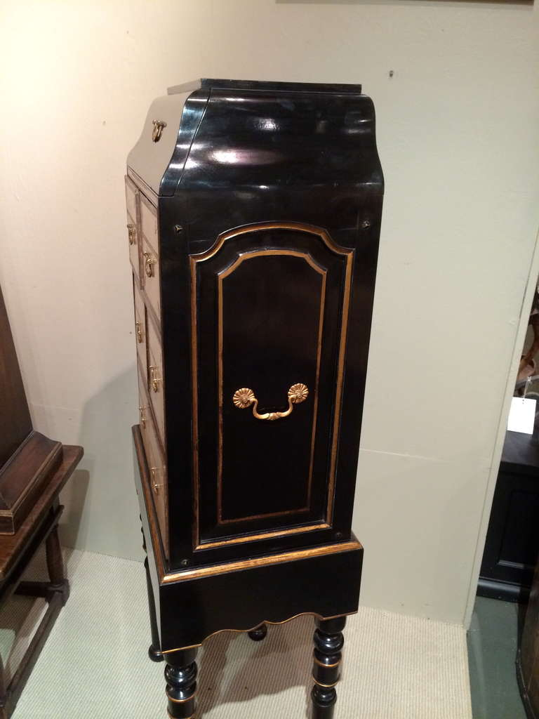 French Black Lacquer and Gilt Chest on Stand with Leather Drawers For Sale 4