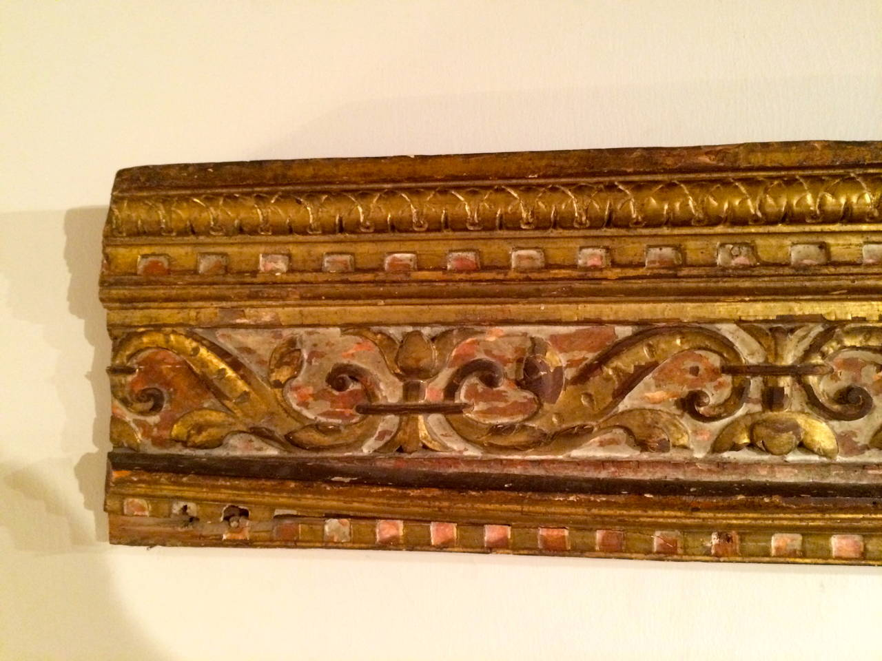 Hand-Carved 18th Century Italian Giltwood Architectural Carving For Sale
