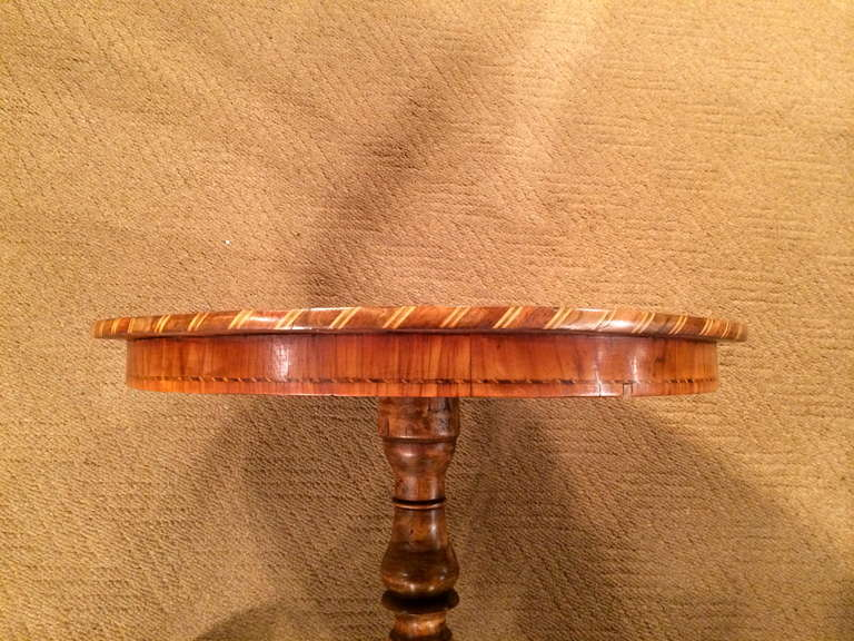 Italian Marquetry Round Side Table from Sorrento In Excellent Condition For Sale In Stamford, CT