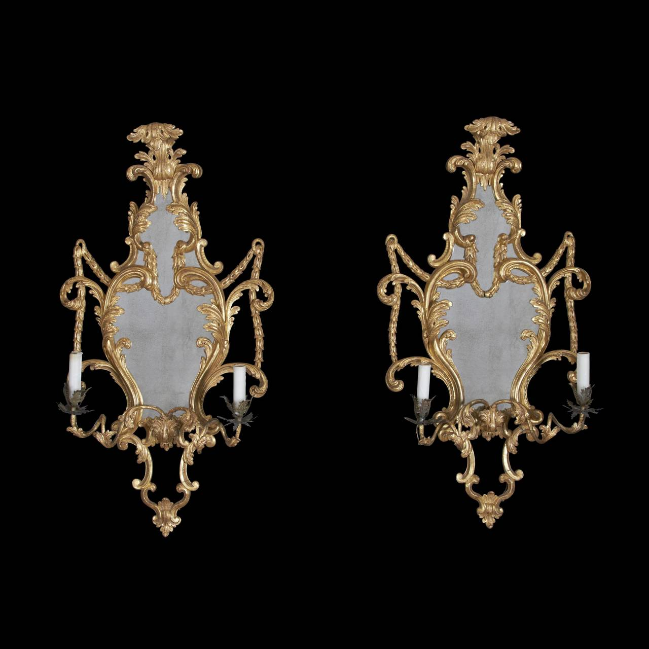 Fine Pair of George III Giltwood Two-Light Sconces, 18th Century For Sale 5