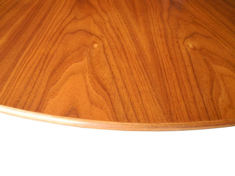 American Modern Walnut and Cast Iron Round Tulip Dining Table by Eero Saarinen for Knoll For Sale