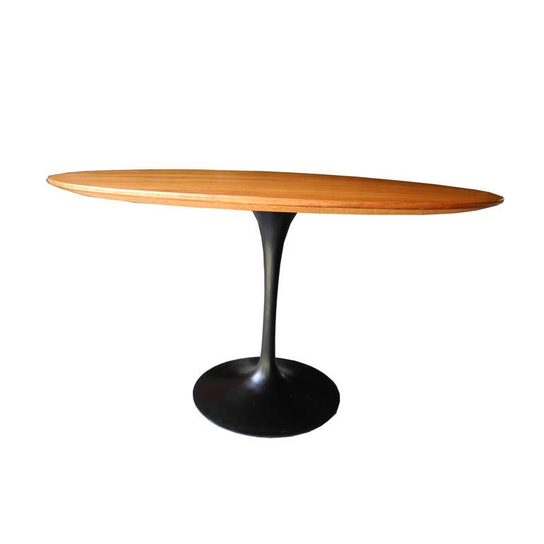 round walnut saarinen table for knoll at 1stdibs