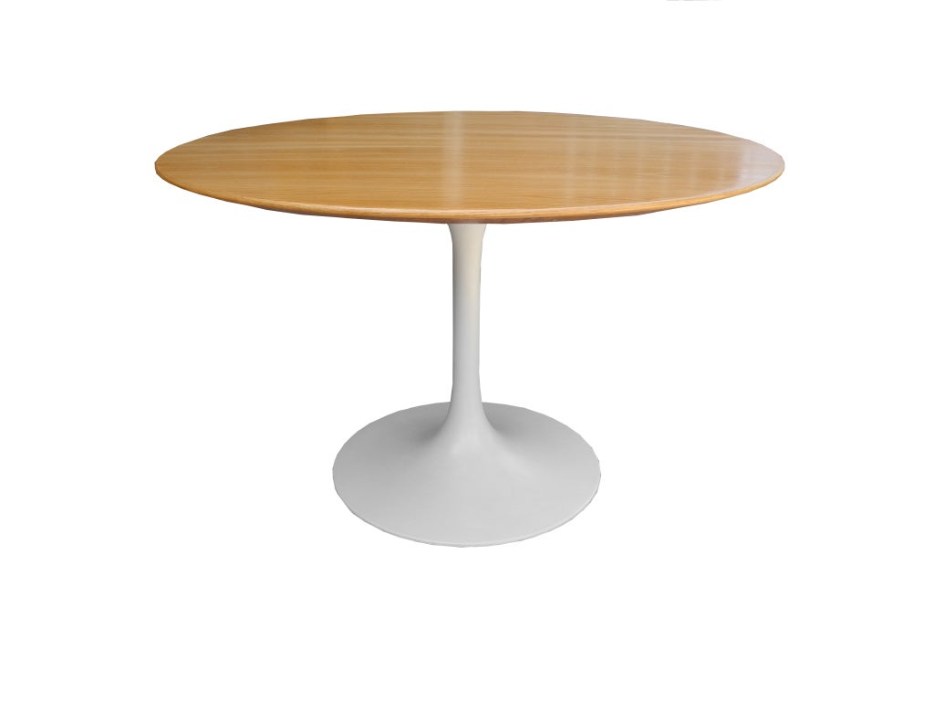 saarinen dining table at 1stdibs. Black Bedroom Furniture Sets. Home Design Ideas