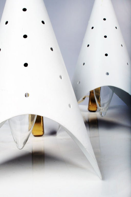 Pair of Cone Bedside Table Lamps by Gino Sarfatti In Excellent Condition For Sale In New York, NY