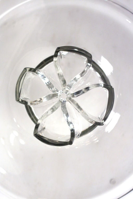 Four Leaf Clover Murano Glass Flower Vase by Barbini In Excellent Condition For Sale In New York, NY