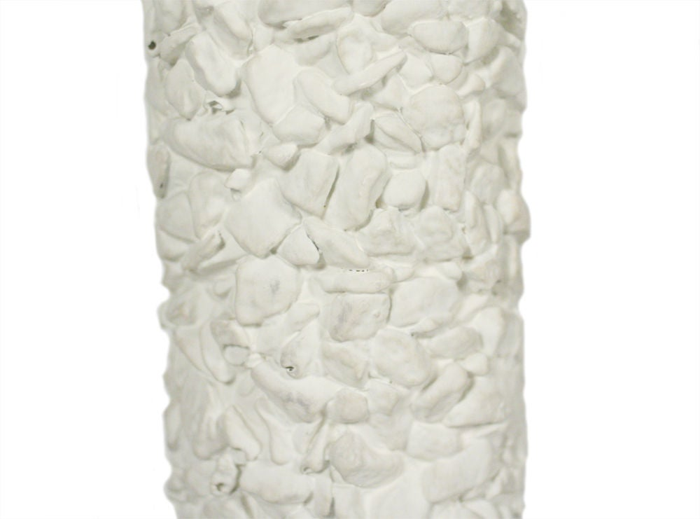 Pair of French White Plaster Pebble Table Lamps In Excellent Condition For Sale In New York, NY