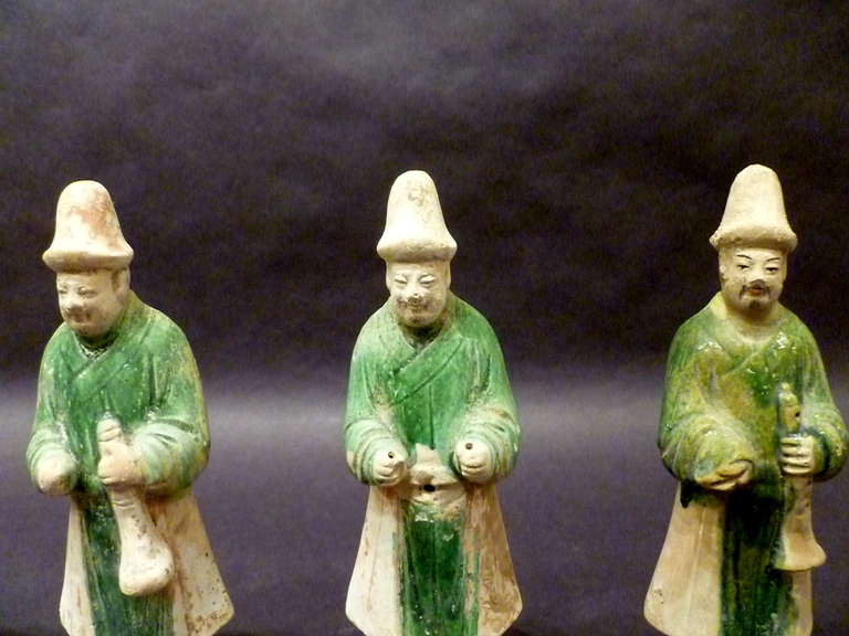 A Set of Six Ming Dynasty Green Glazed Pottery Statue of Attendants In Good Condition For Sale In Greenwich, CT