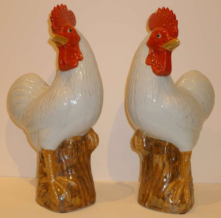 A pair of fine porcelain rooster statues, lively modeled, beautiful colors and lines,