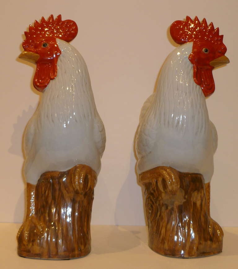 Chinese A Pair of Fine Porcelain Rooster Statues For Sale