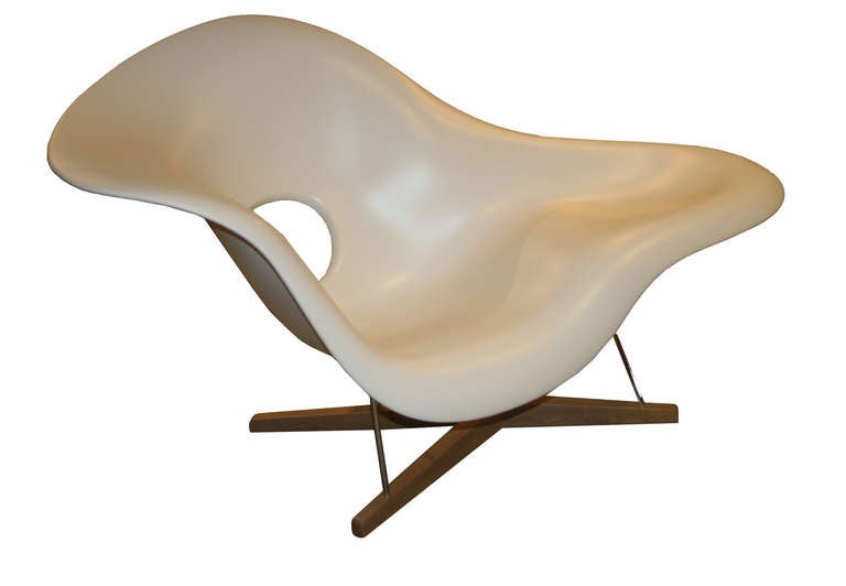 Charles eames la chaise lounge chair by vitra at 1stdibs for Charles eames lounge chair nachbildung